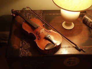 violin-on-a-carved-box-1559745